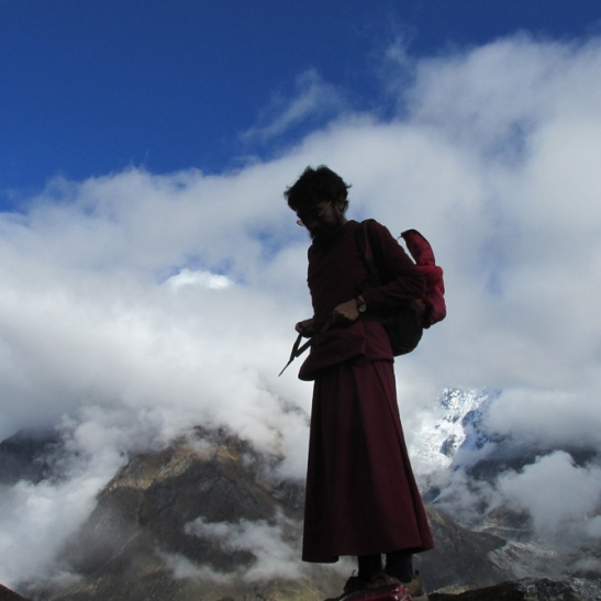 mingyur-rinpoche-hiking