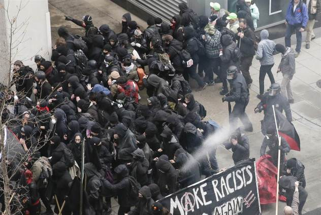 20117-trump-inauguration-protest-arrest-3-216p-rs_031539a9264cc5e7b3c513193890a317.nbcnews-ux-2880-1000.jpg
